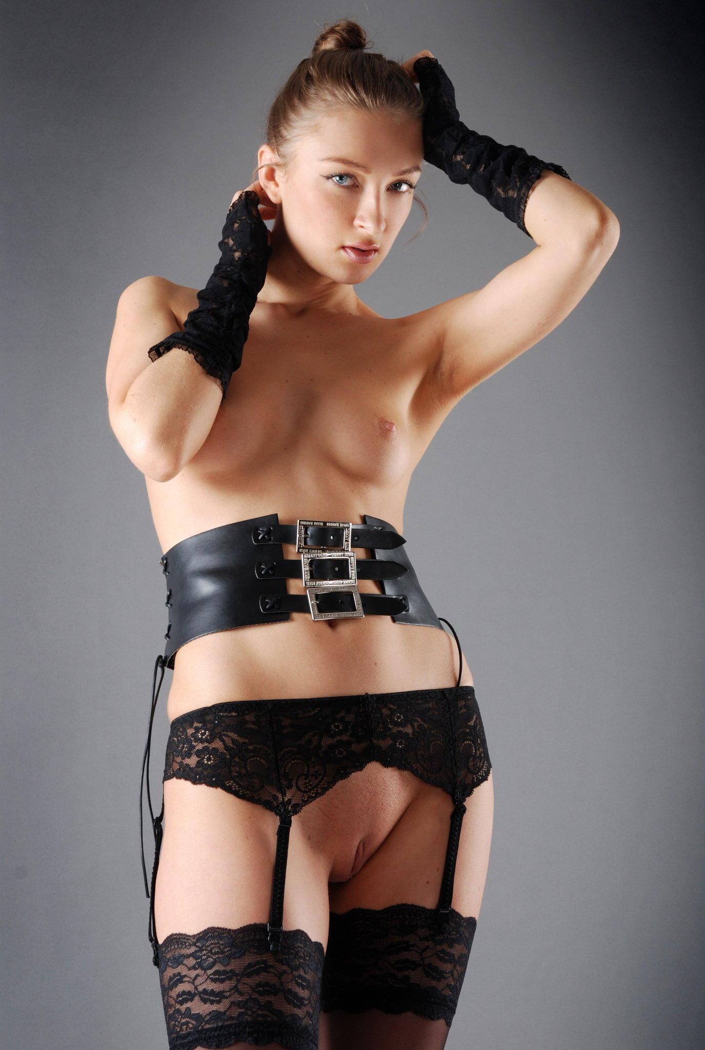 Чулки женские с поясом фото эротика 23 фотография