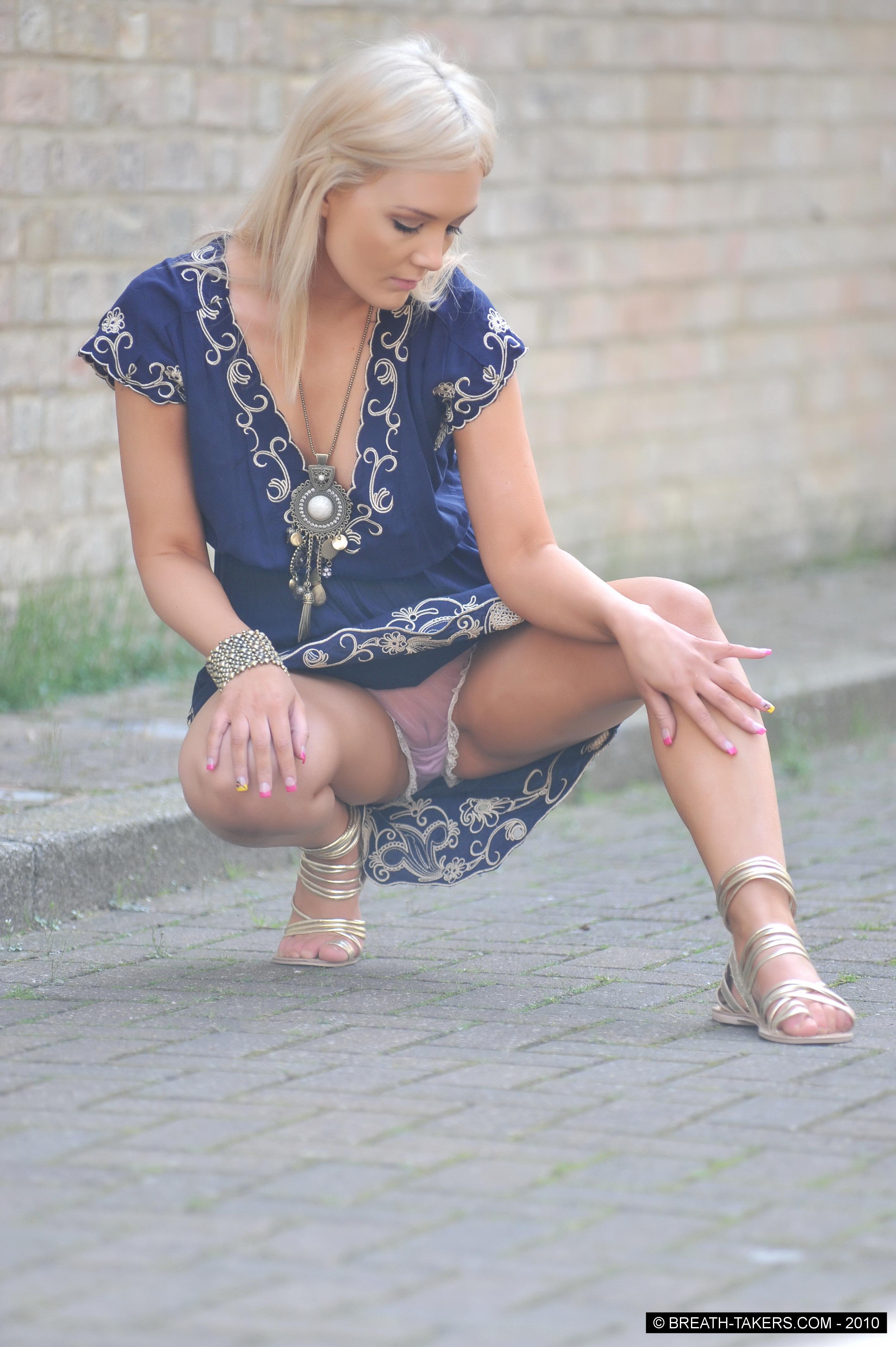 Прозрачные юбки и туника видно трусики 15 фотография