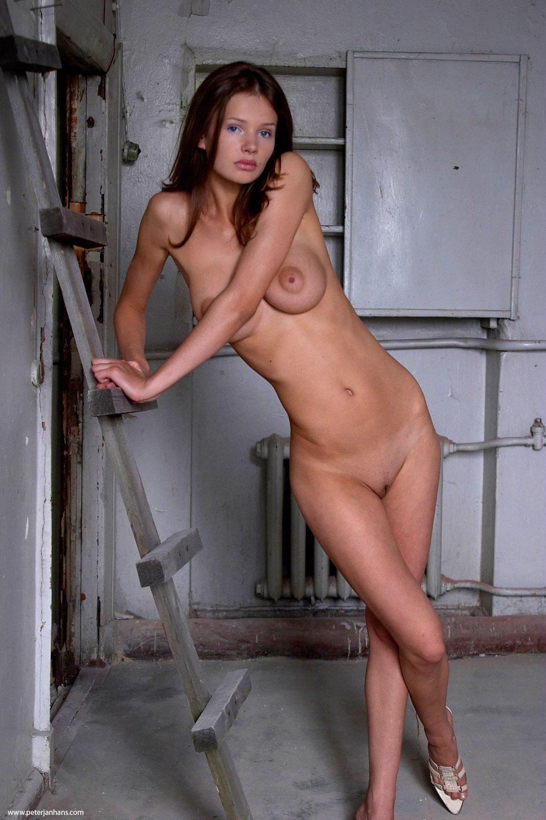 Фото она голая 24 фотография
