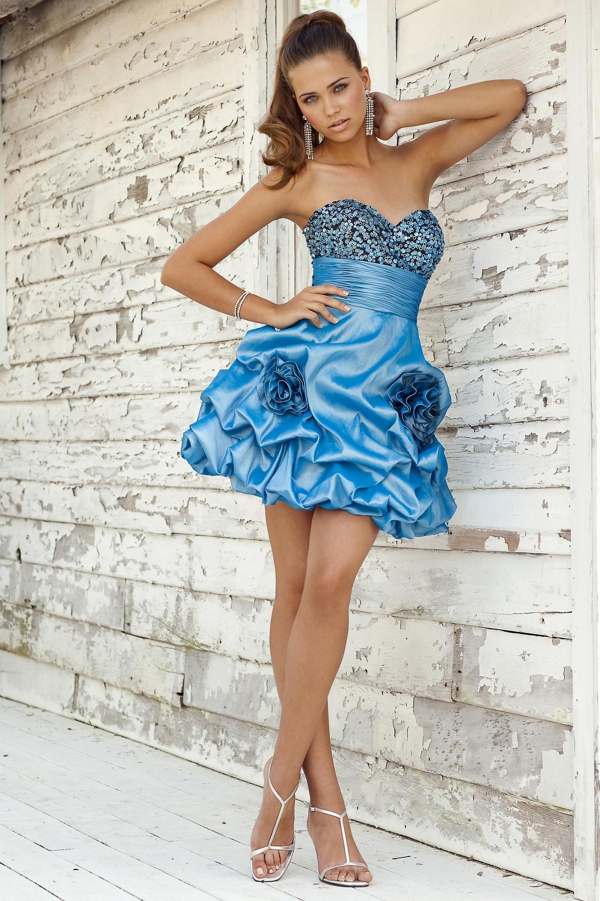 Фото в коротеньком платье 134