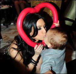 5410748_Kim_Kardashian_83.jpg