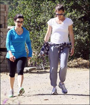 jennifer garner hiking with a friend in hollywood hills. Black Bedroom Furniture Sets. Home Design Ideas